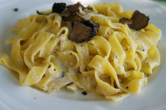 La Bottega di Volpaia : Tagliatelle with tartufo
