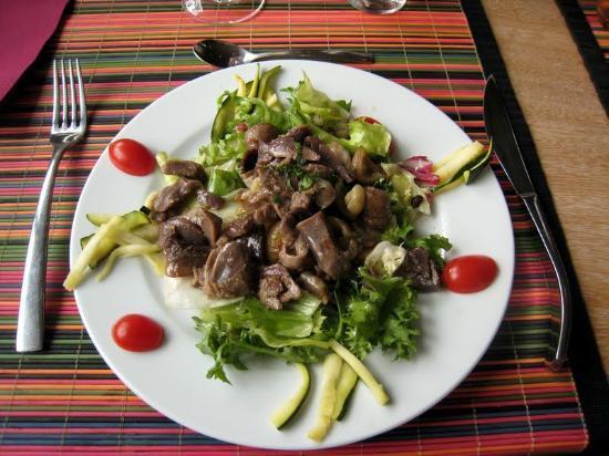 Hôtel Les Gravades : Délicieuse salade corrézienne