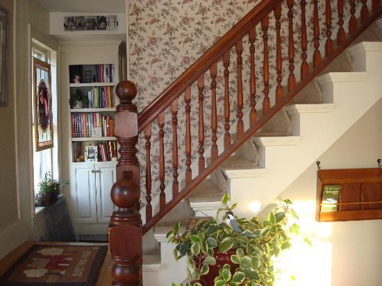 The Cornucopia Bed & Breakfast: ....to the second floor....