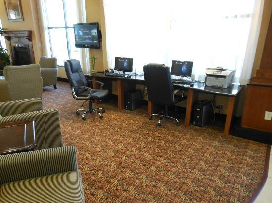 Comfort Suites Barstow: Guest pc's and internet area