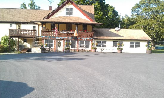 Round Top, NY: Riedlbauers Main Building - Bar, indoor pool. game room and dining room