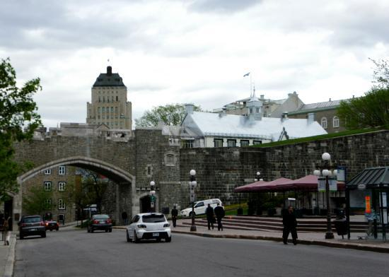 Quebec City Marriott Downtown: Place d'Youville