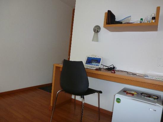 Abitare 56 Hotel: Mesa para trabajar