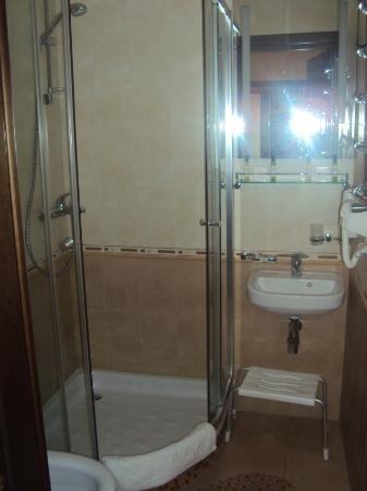 Hotel Avtoturist: łazienka