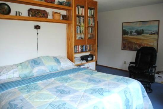 Cedar Springs Bed & Breakfast: The king in its glory