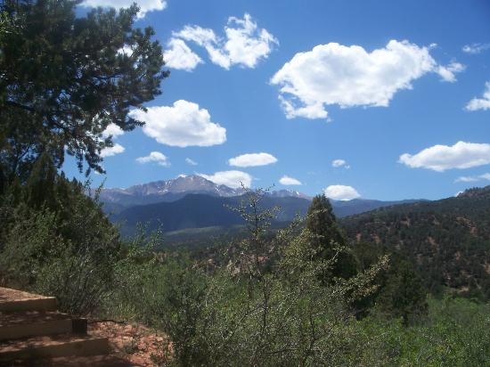 Jardín de los dioses (Garden of the Gods): A view of Pikes Peak from one of the many trails.