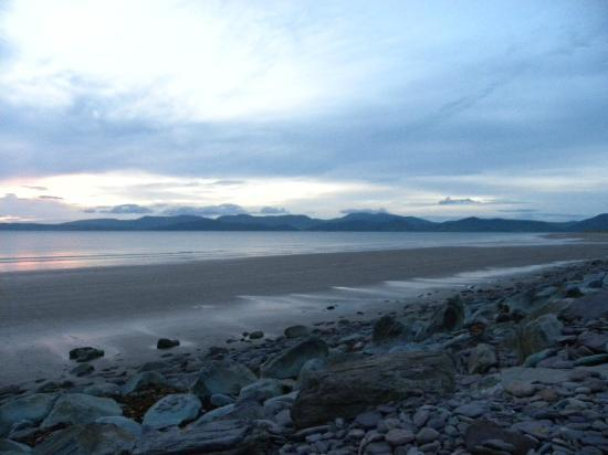 Rossbeigh Beach: beach front
