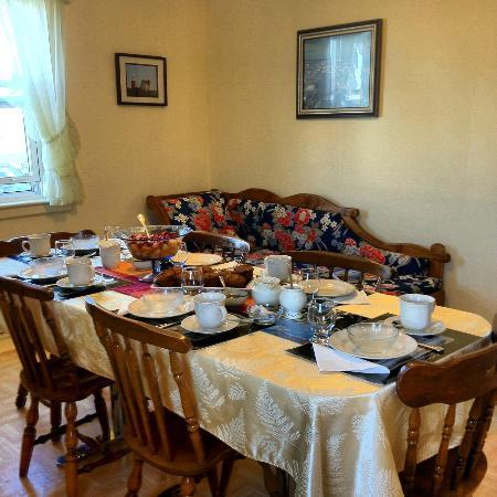 Twillingate, Canada: Cozy dining room where guests from across the globe enjoy Newfoundland hospitality and cuisine.
