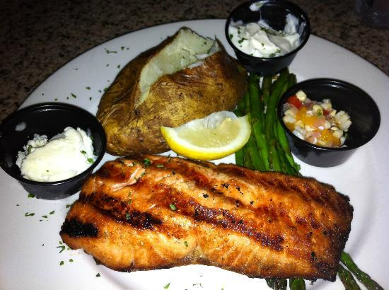 Sunset Grille: The grilled salmon