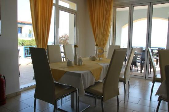 Irida hotel: Corner of the dining room