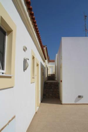 Irida hotel: Rooms are entered via an outside hallway