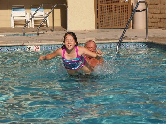Anaheim RV Park: Afternoon at the pool.