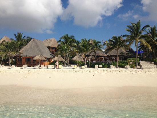 Mahekal Beach Resort: direct access to the beach