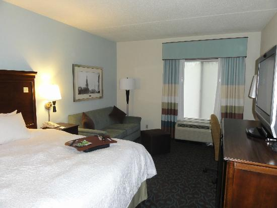 Hampton Inn Portsmouth Central: The bedroom