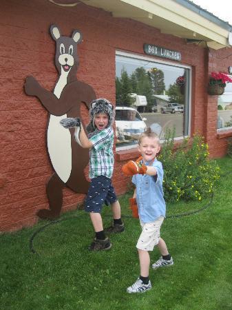 Running Bear Pancake House: Do The Running Bear!