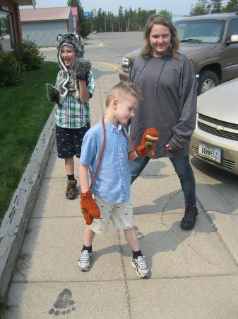 Running Bear Pancake House: My Kiddos loved the paw prints on the sidewalks