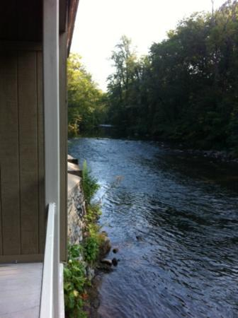 River's Edge Motel: Balcony view