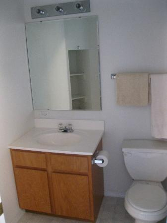 Marina View Condos: Clean Bathroom