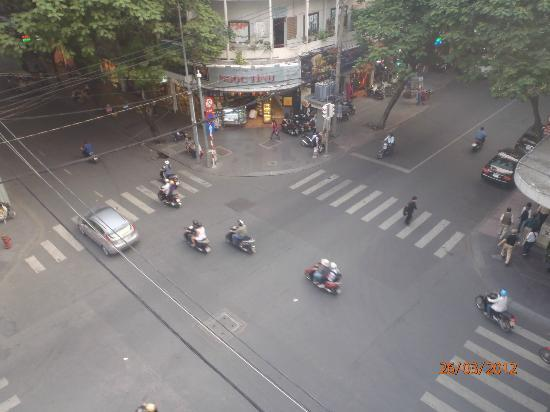 Huong Sen Hotel: 3rd floor suite view of street