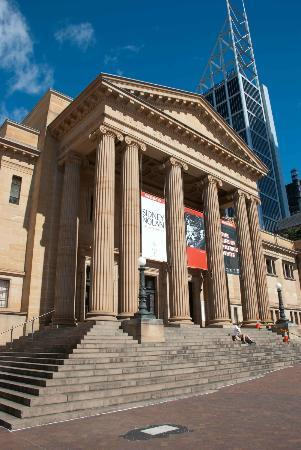 State Library of New South Wales: Pillars at the front of the State Library