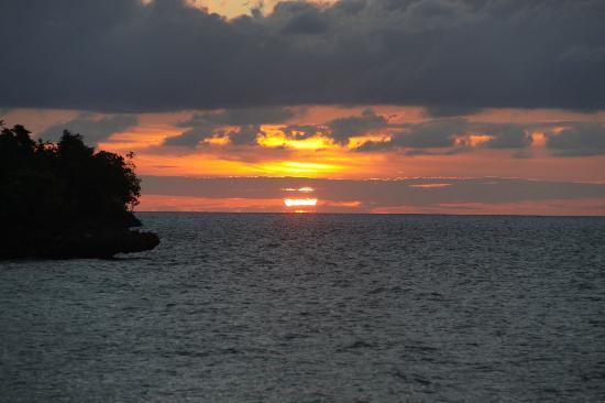 Island Retreat: Puesta de sol desde el embarcadero