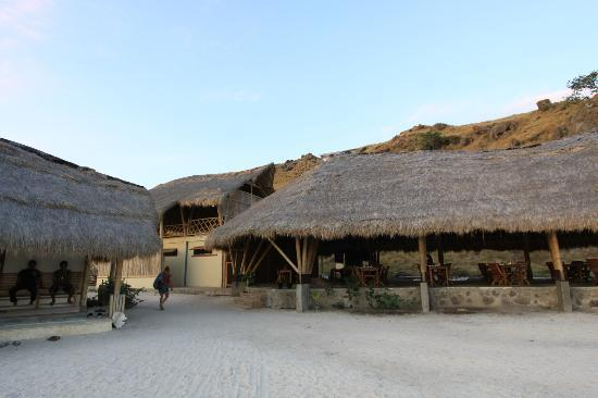 Komodo Resort & Diving Club: Comedor y oficinas