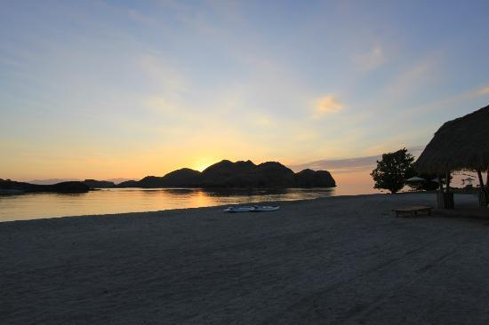 Komodo Resort & Diving Club: Puesta de sol