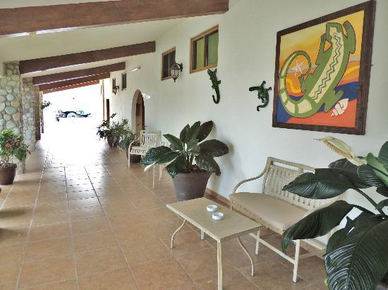 Punta Pescadero Paradise Hotel & Villas: Hall way