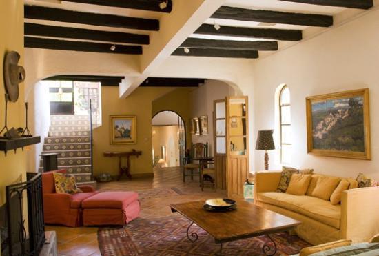 Casa de la Noche living room