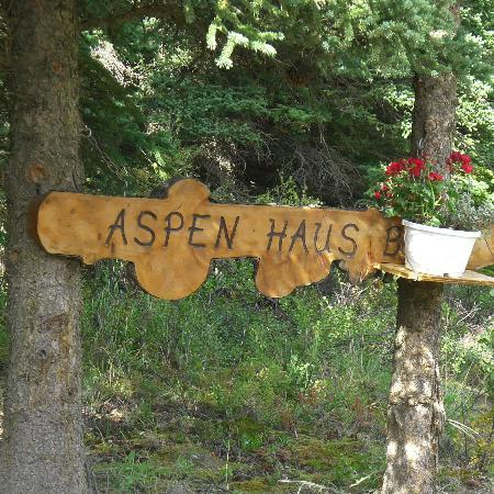 Aspen Haus Bed and Breakfast: sign