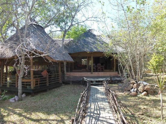 Toro Yaka Bush Lodge: Hotel area