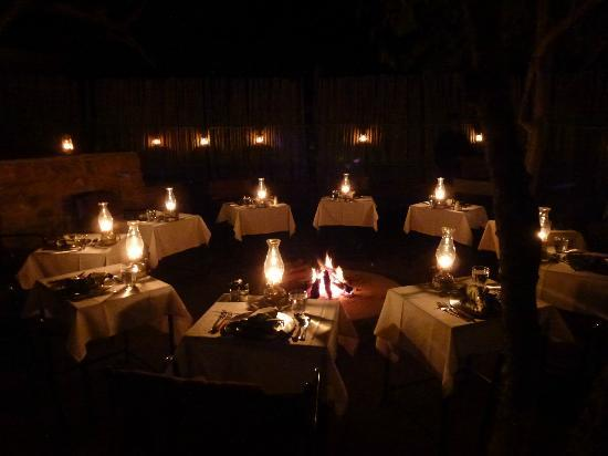 Toro Yaka Bush Lodge: outdoor dining