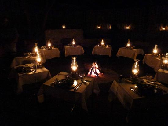 Toro Yaka Bush Lodge: Outdoor dining--wonderful