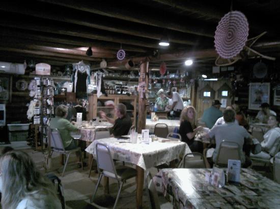 Island Park Lodge China Grove: dining area