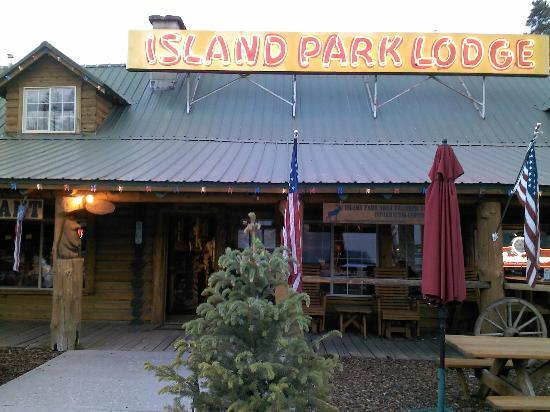 Island Park Lodge : outside