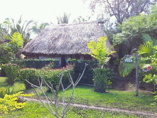 Beach Cocomo: tradtional fijian house