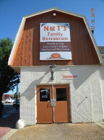 N & T's Restaurant: New sign
