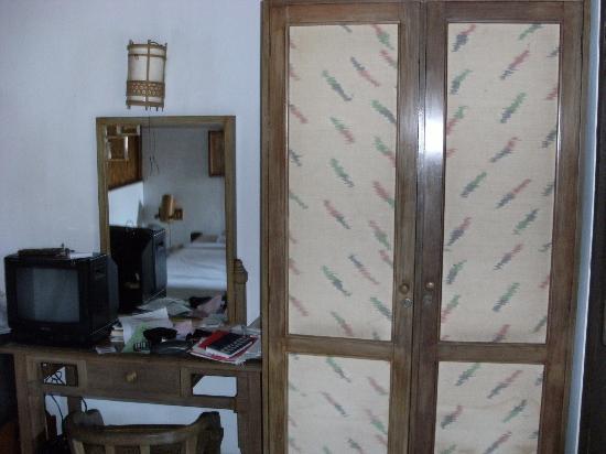 Balisani Padma: wardrobe