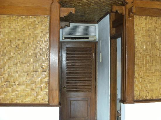 Balisani Padma: air conditioning and doorway