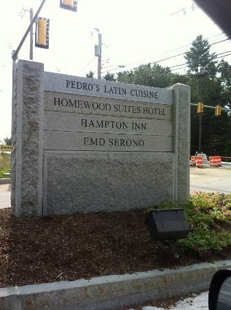 Hampton Inn Boston Bedford Burlington : The sign is easy to miss.