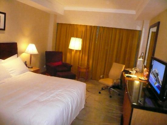 Renaissance Shanghai Yangtze Hotel: キングサイズベッドの部屋
