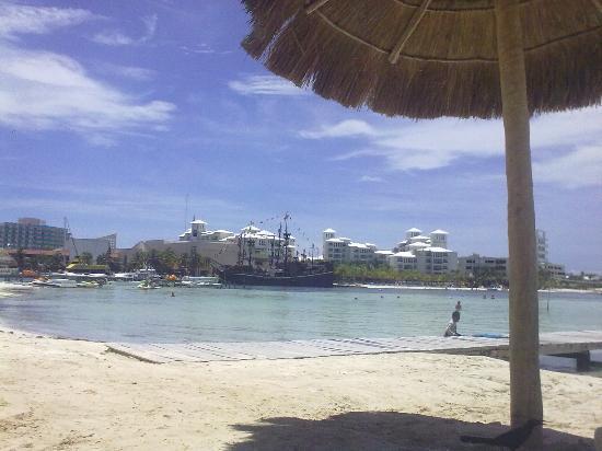 Grand Oasis Palm: La playa