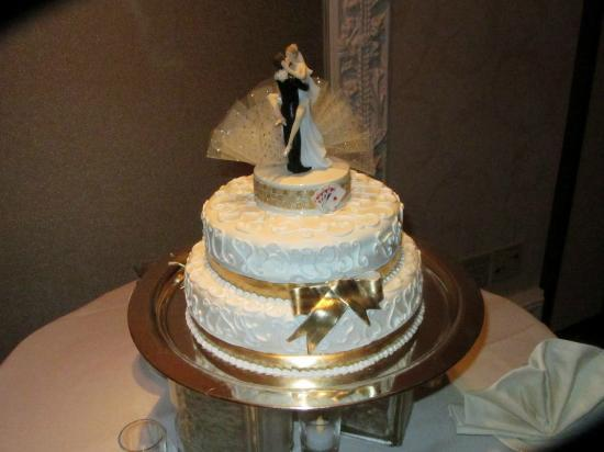 Treasure Island Wedding Chapel : The cake was beautiful and tasty! Marble cake w/ chocolate custard filling and fondent!