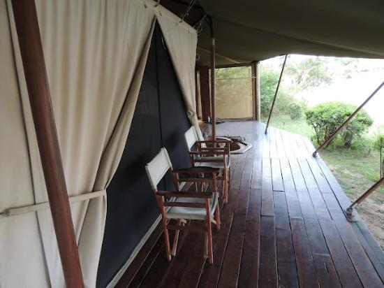 ‪‪Ngare Serian‬: The deck that overlooks the Mara river