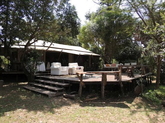 Ngare Serian: Gathering place overlooking Mara river