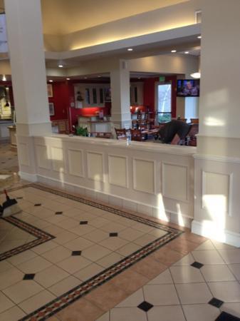 Hilton Garden Inn Birmingham / Lakeshore Drive: restaurant area