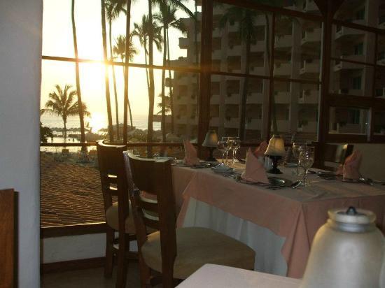 Crown Paradise Golden Resort Puerto Vallarta: The Paradise restaurant which we enjoyed.
