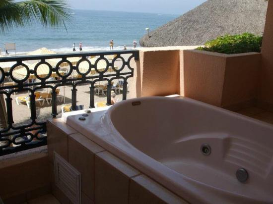 Crown Paradise Golden Resort Puerto Vallarta: The hot tub on our balcony, loved it!