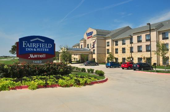 Fairfield Inn & Suites Dallas Mansfield: Look for this building on the east side of Highway 287.