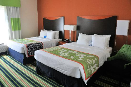 Fairfield Inn & Suites Dallas Mansfield: Our room contained two queen-sized beds with new...firm...mattresses.
